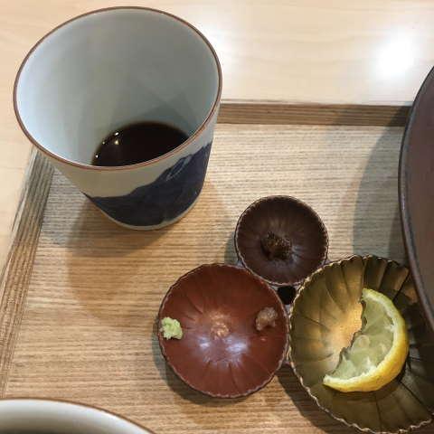 らぁ麺飯田商店冷つけ汁と薬味