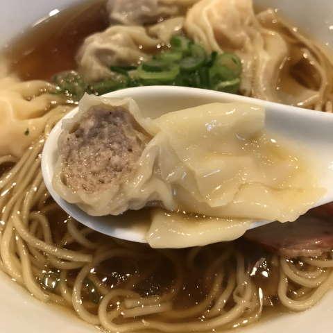 八雲特製ワンタン麺黒だし肉ワンタン