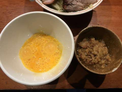 麺処ほん田生卵と豚カスアブラ