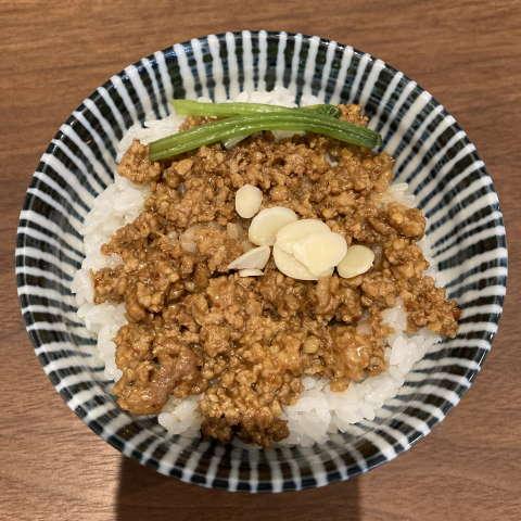 メンドコロキナリ肉味噌ご飯