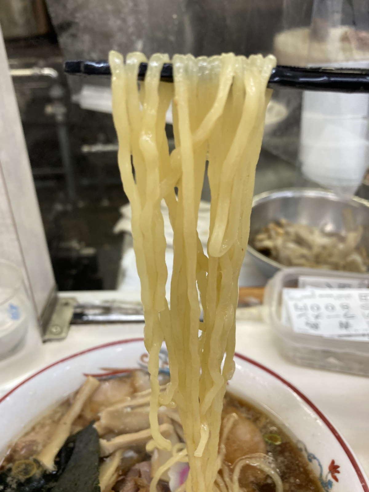 青島食堂麺上げ